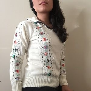 Vintage cream knit sweater floral embroidery small